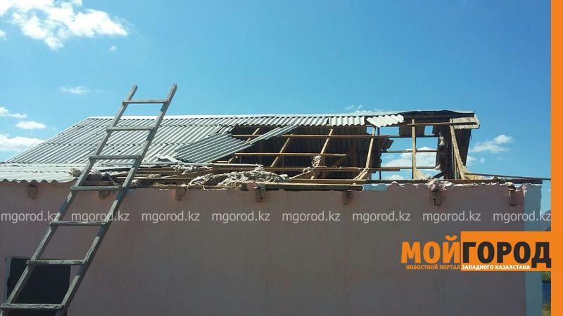 Новости Уральск - В селе ЗКО сильный ураган разрушил дом и сорвал крыши с домов uragan poselok zhayk (2)