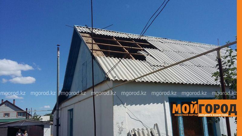 Новости Уральск - В селе ЗКО сильный ураган разрушил дом и сорвал крыши с домов uragan poselok zhayk (3)