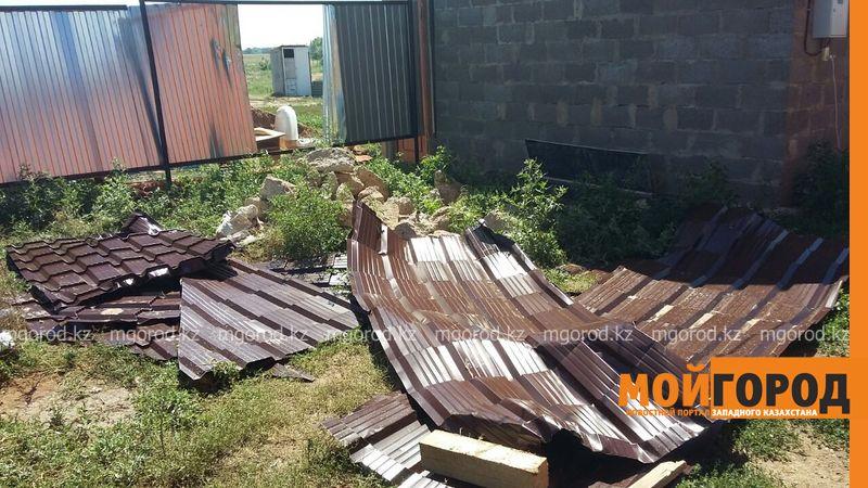 Новости Уральск - В селе ЗКО сильный ураган разрушил дом и сорвал крыши с домов uragan poselok zhayk (4)