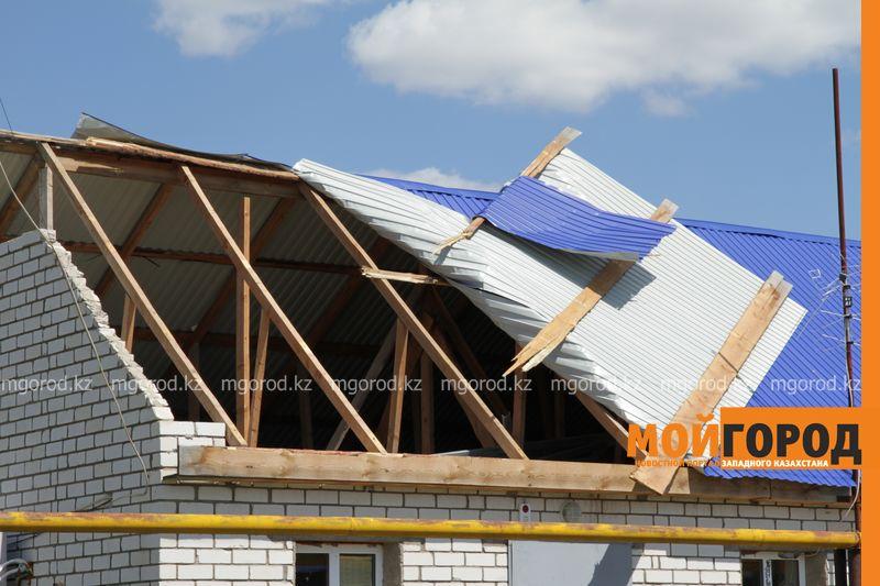 Новости Уральск - В селе ЗКО сильный ураган разрушил дом и сорвал крыши с домов uragan poselok zhayk (7)