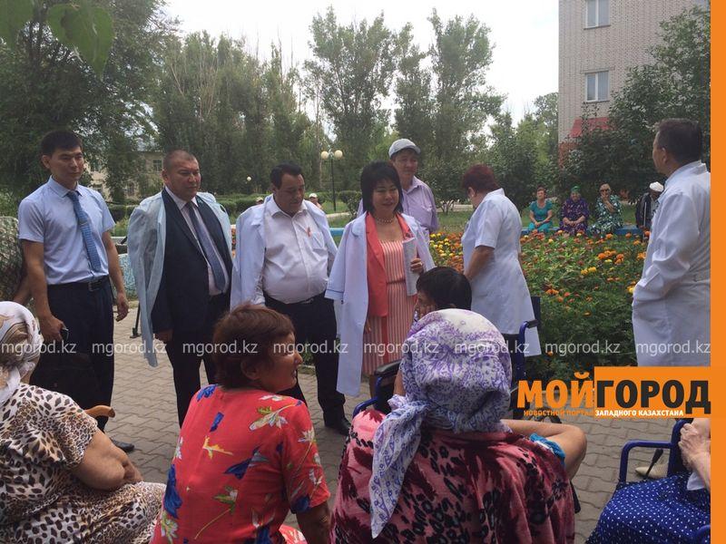 Вернуть пенсии попросили постояльцы дома престарелых у депутатов ЗКО dom prestarelyh (4) [800x600]