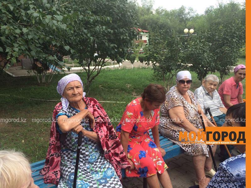 Вернуть пенсии попросили постояльцы дома престарелых у депутатов ЗКО dom prestarelyh (5) [800x600]