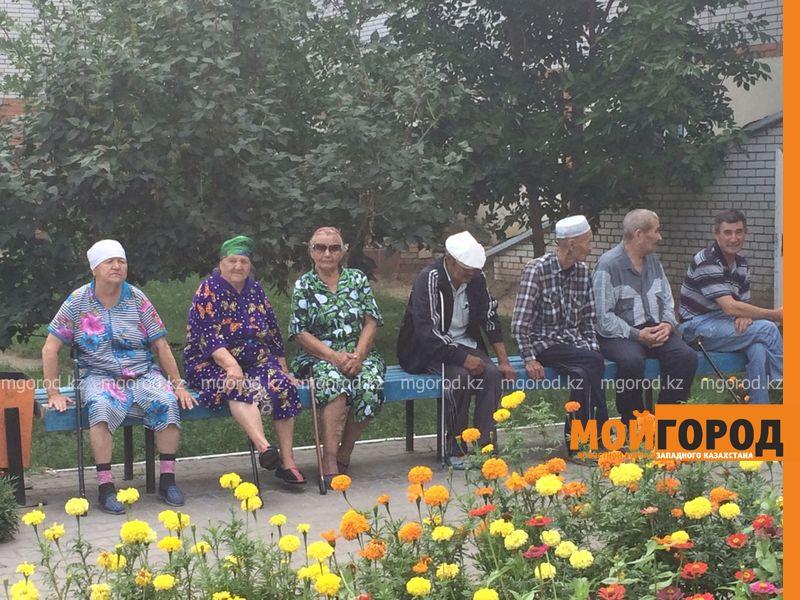 Вернуть пенсии попросили постояльцы дома престарелых у депутатов ЗКО dom prestarelyh (6) [800x600]