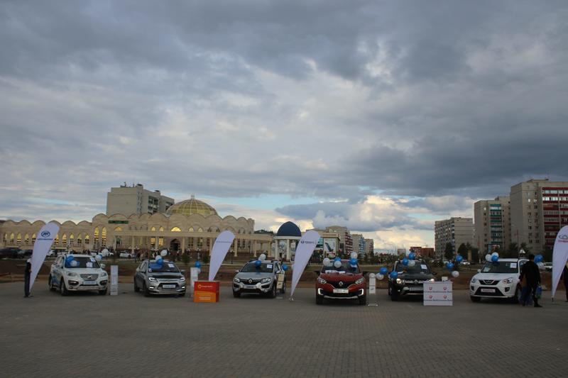 Новости - В Уральске под открытым небом прошла презентация кроссовера Renault Kaptur 2