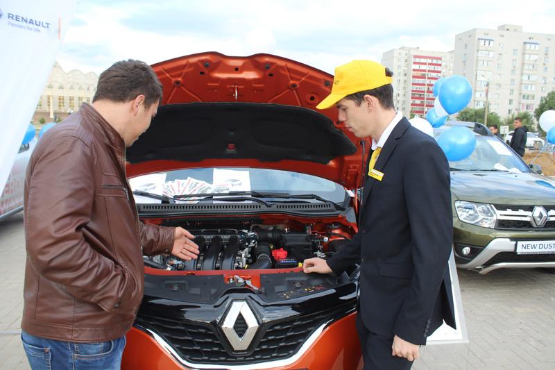 Новости - В Уральске под открытым небом прошла презентация кроссовера Renault Kaptur 3