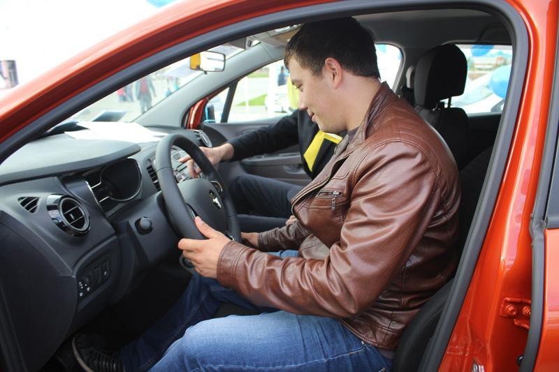 Новости - В Уральске под открытым небом прошла презентация кроссовера Renault Kaptur 4