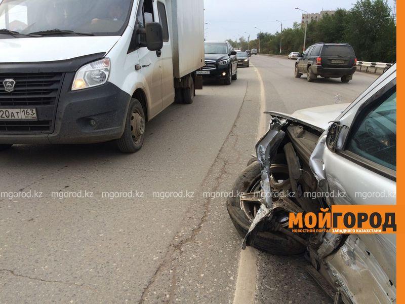Из-за лопнувшего колеса столкнулись два автомобиля в Уральске IMG-20161001-WA0042
