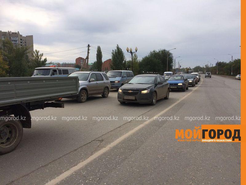 Из-за лопнувшего колеса столкнулись два автомобиля в Уральске IMG-20161001-WA0044