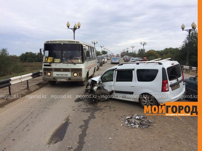 Из-за лопнувшего колеса столкнулись два автомобиля в Уральске IMG-20161001-WA0045