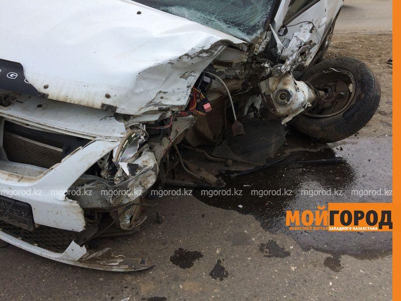 Из-за лопнувшего колеса столкнулись два автомобиля в Уральске IMG-20161001-WA0046
