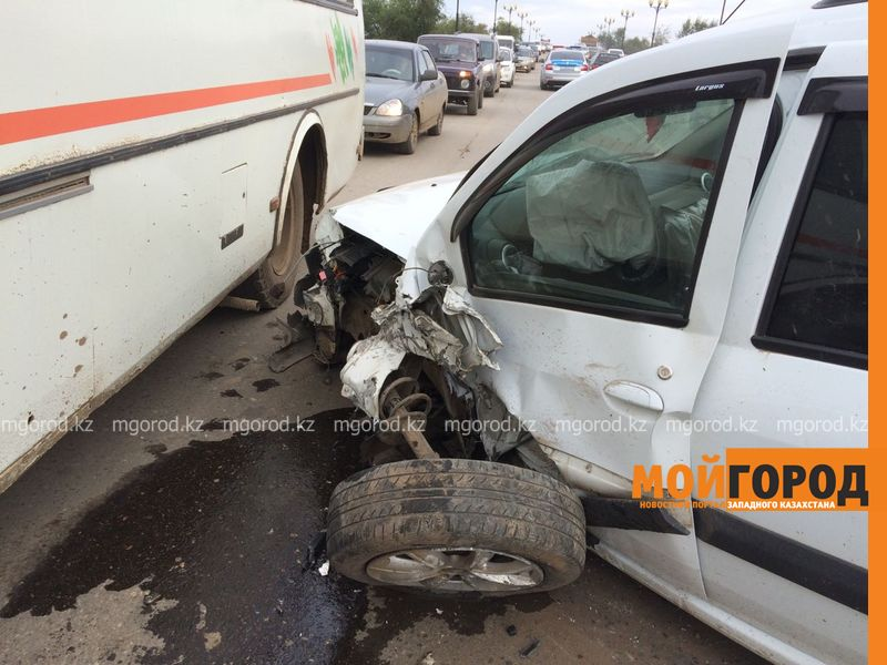 Из-за лопнувшего колеса столкнулись два автомобиля в Уральске IMG-20161001-WA0048
