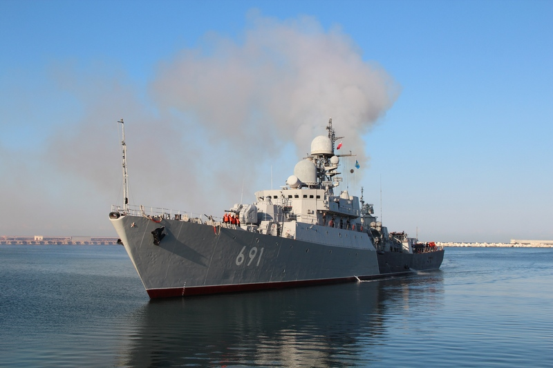 Военные корабли России, участвующие в обстреле позиций ИГ, прибыли в порт Актау Военные России корабли прибыли в Актау