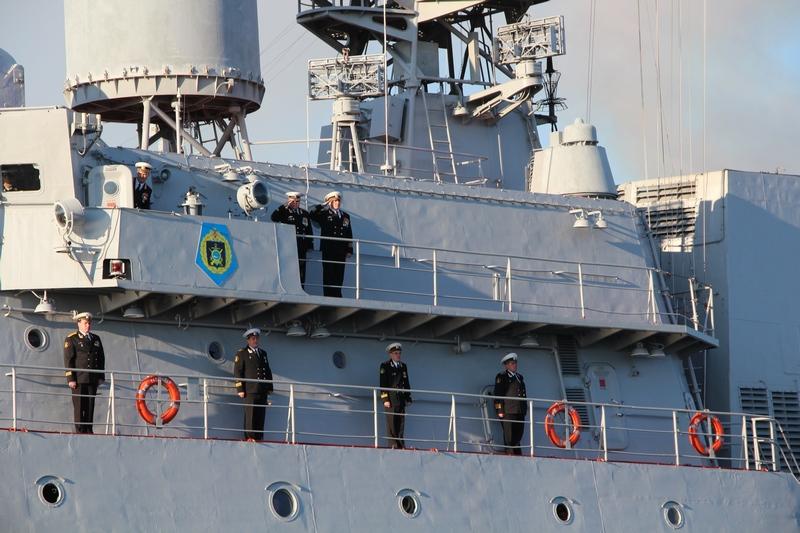 Военные корабли России, участвующие в обстреле позиций ИГ, прибыли в порт Актау IMG_1168