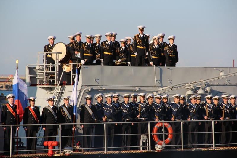 Военные корабли России, участвующие в обстреле позиций ИГ, прибыли в порт Актау IMG_1178