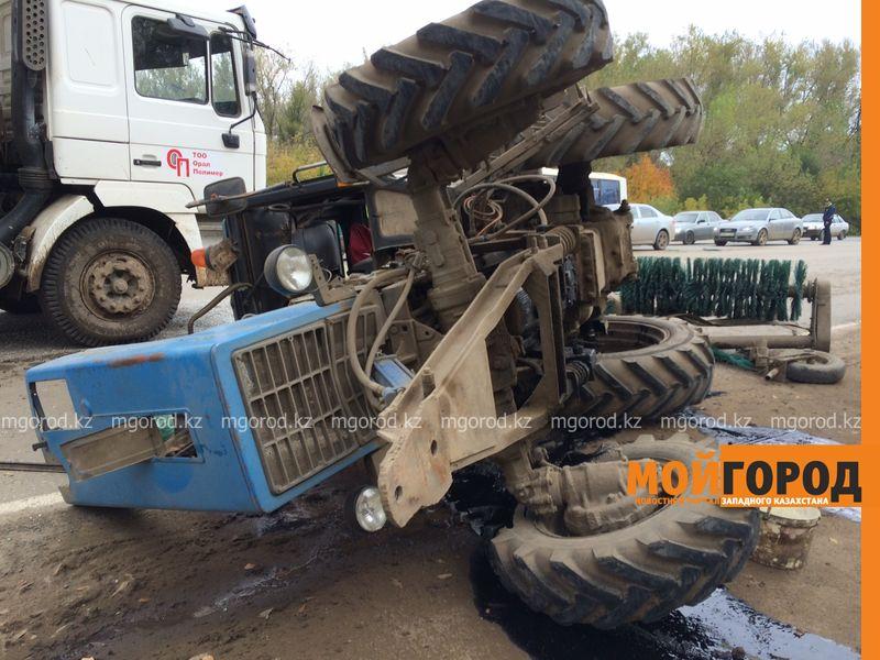 Двое пострадавших в ДТП с автобусом и трактором все еще остаются в больнице в Уральске IMG_1211 []