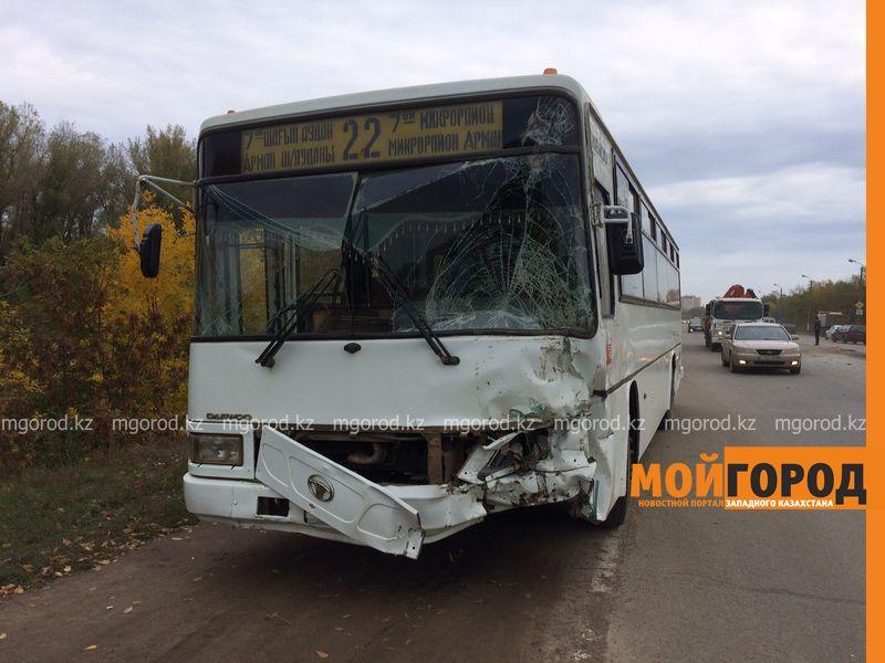Новости Уральск - Пассажирский автобус врезался в трактор в Уральске, пострадали 6 человек (фото, видео) IMG_1214 []