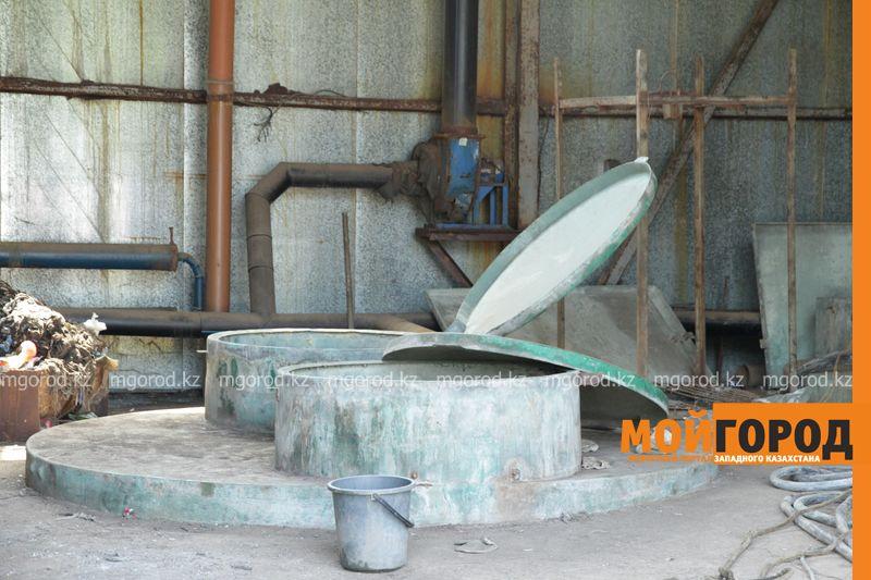 Трех человек арестовали после смерти рабочих на заводе в Актобе В канализационном колодце Атырау задохнулись двое сантехников
