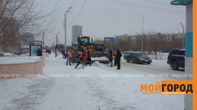 Коммунальные службы Атырау борются со снежной стихией 20161118_113303 [800x600]