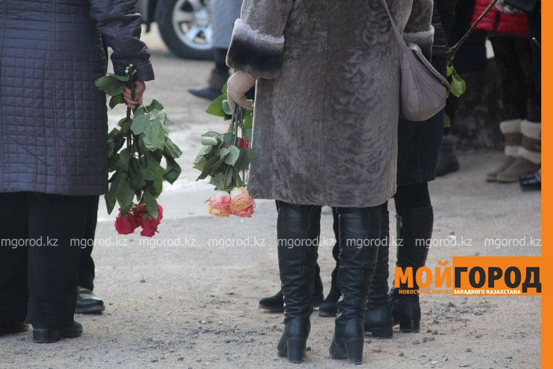 В Актау похоронили 6-летнюю Вику Минину, умершую после изнасилования 4 [800x600]