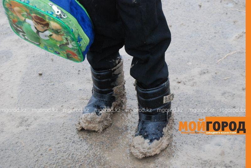 Новости Атырау - В Атырау из-за проливных дождей дети не могут добраться до школы DSC_8901 [800x600]