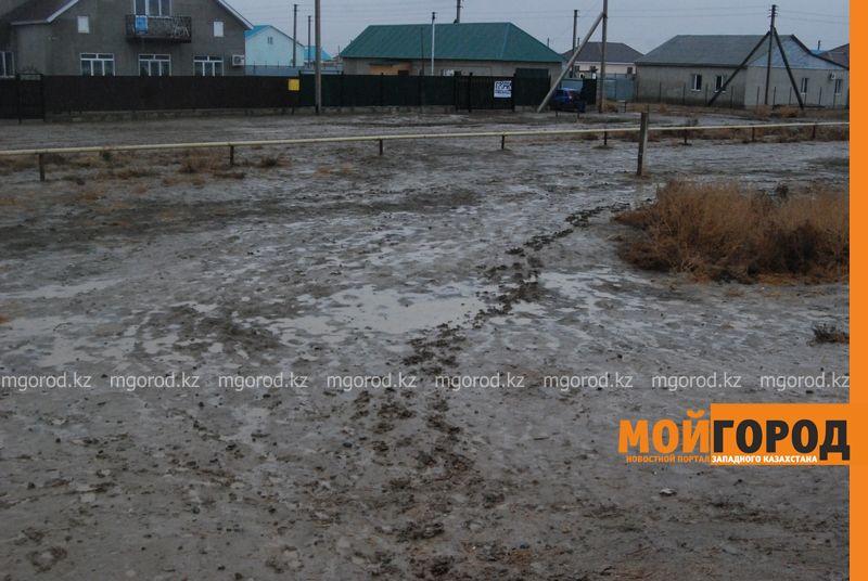 Новости Атырау - В Атырау из-за проливных дождей дети не могут добраться до школы DSC_8903 [800x600]