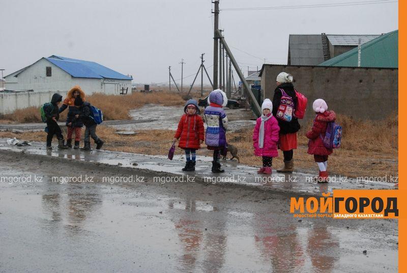 Новости Атырау - В Атырау из-за проливных дождей дети не могут добраться до школы DSC_8912 [800x600]