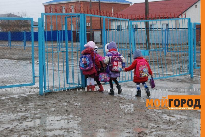 Новости Атырау - В Атырау из-за проливных дождей дети не могут добраться до школы DSC_8945 [800x600]