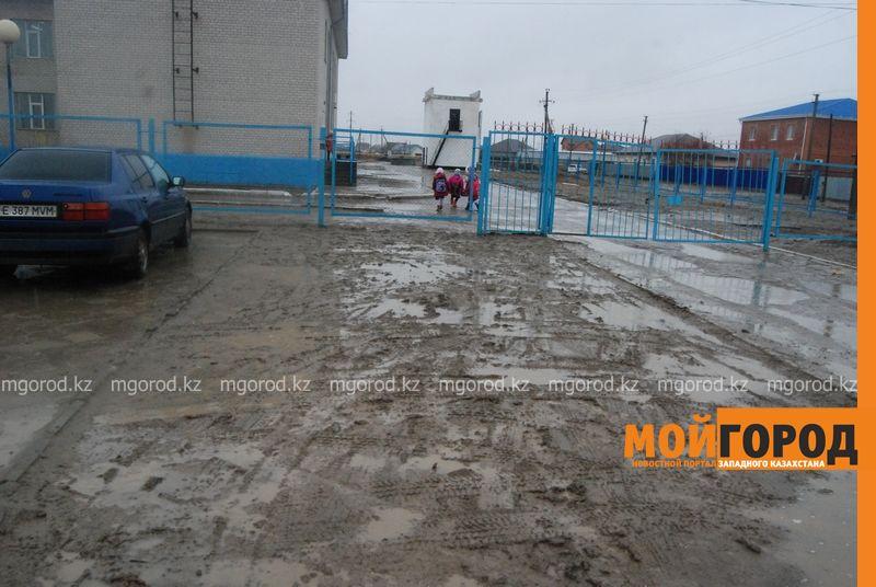 Новости Атырау - В Атырау из-за проливных дождей дети не могут добраться до школы DSC_8949 [800x600]