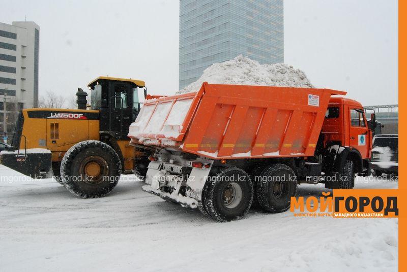Коммунальные службы Атырау борются со снежной стихией DSC_9127 [800x600]