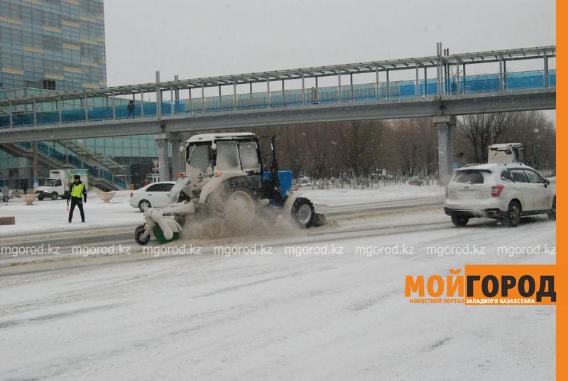 Коммунальные службы Атырау борются со снежной стихией DSC_9136 [800x600]