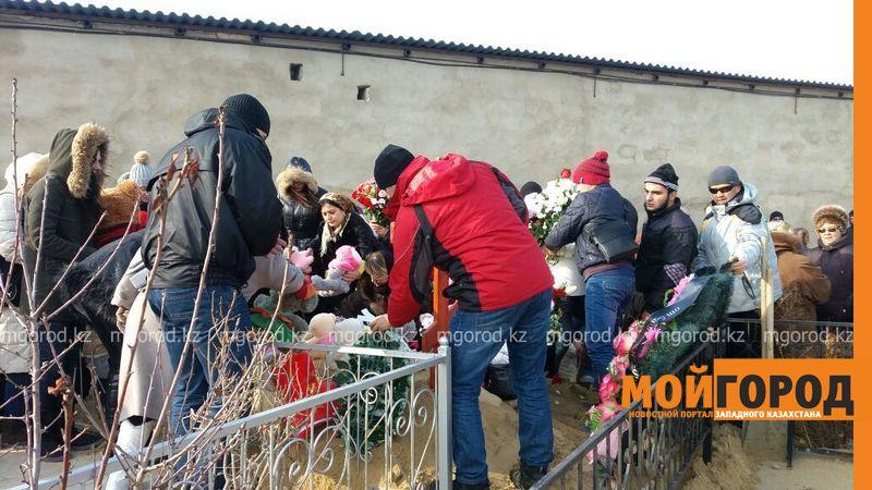 В Актау похоронили 6-летнюю Вику Минину, умершую после изнасилования f78a04f2-8a46-4499-a783-b4607b1d8114 [800x600]