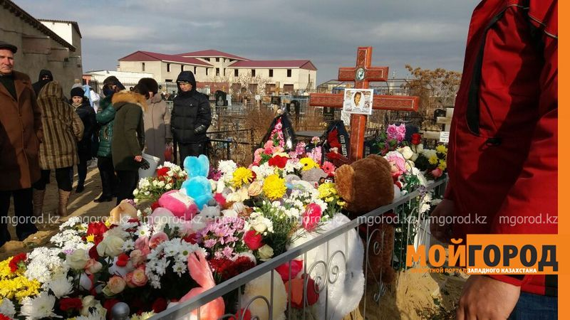 Новости Актау - В Актау похоронили 6-летнюю Вику Минину, умершую после изнасилования f9c197cf-9a27-47b8-8476-57e6605accd3 [800x600]