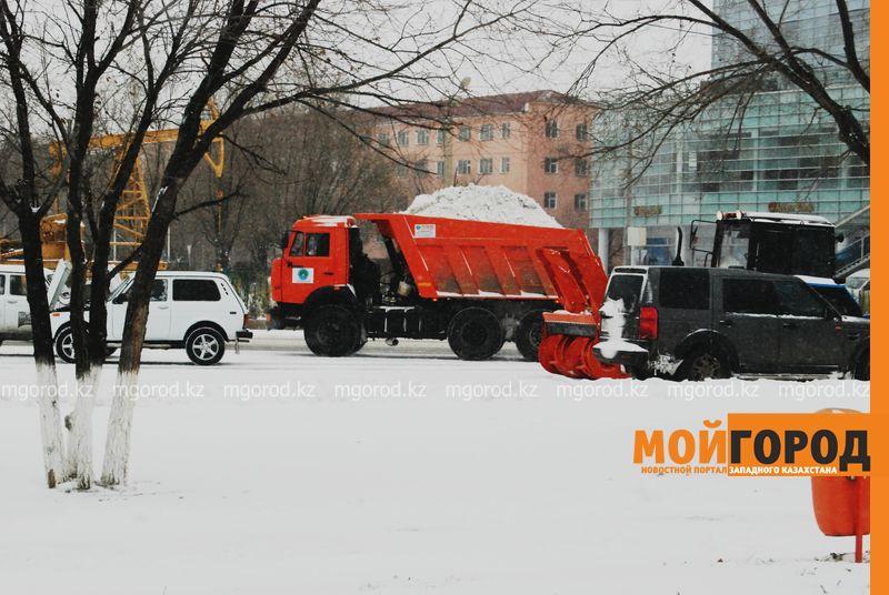 Новости Атырау - Коммунальные службы Атырау борются со снежной стихией image 1 [800x600]