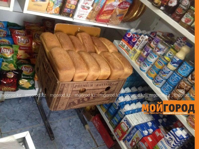 Новости Атырау - В Атырау предприниматель бесплатно раздает хлеб пенсионерам и бедным IMG-20161109-WA0042 [800x600]