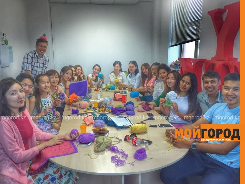 Новости Атырау - В Атырау недоношенных малышей одели в теплые подарки IMG-20161117-WA0005 [800x600]