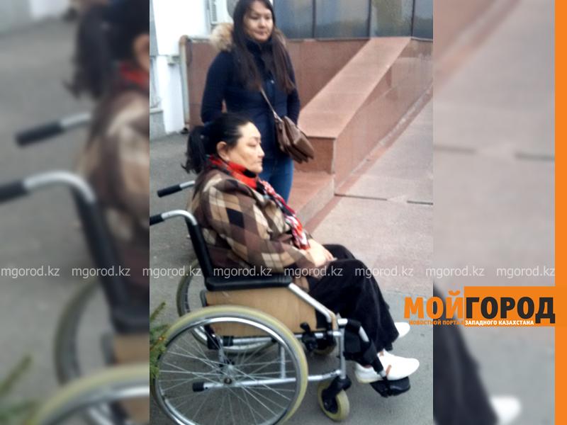 В Атырау инвалид второй год не может въехать в свое законное жилье invalid_mg 3