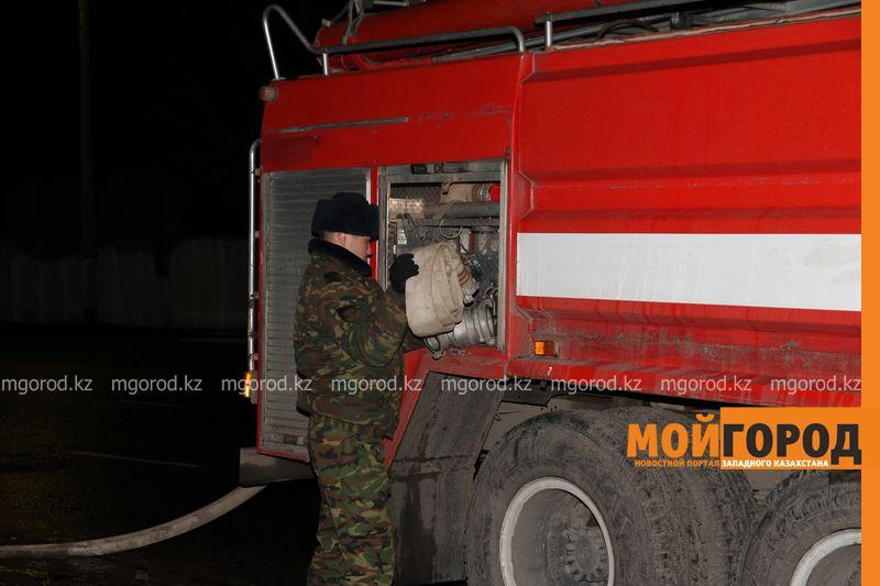 Трех человек спасли из горевшего дома в Уральске