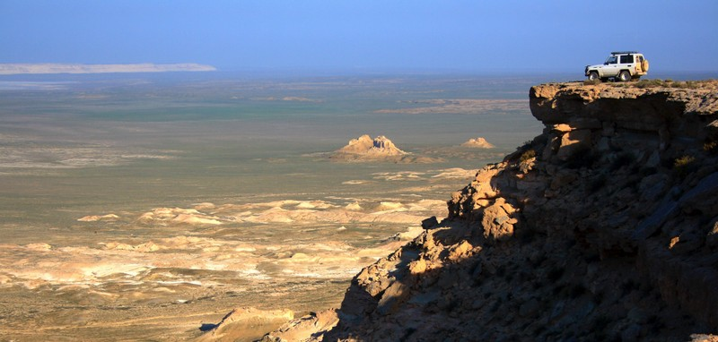 Российские путешественники сняли захватывающее видео с плато Устюрт в Мангистау Snimok-e`krana-2015-12-07-v-12.49.24-1024x489