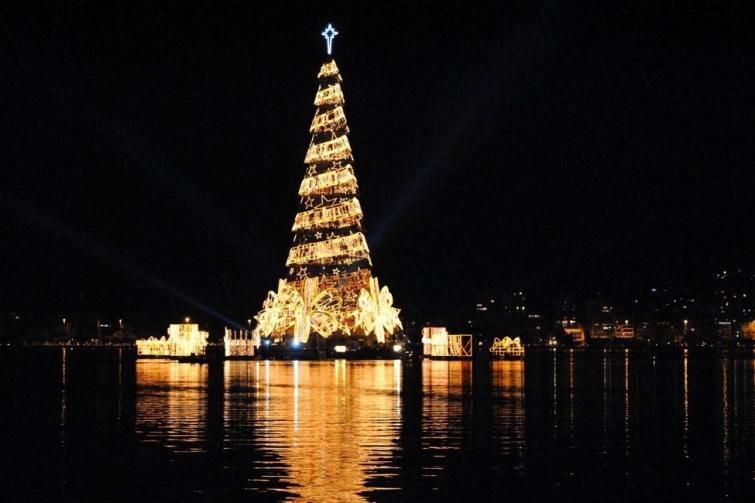 Плавающая рождественская елка в Рио-де-Жанейро, Бразилия