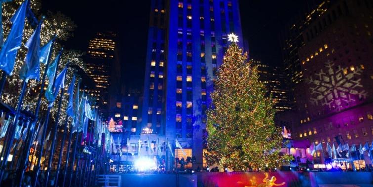 Всемирно известная рокфеллеровская ёлка в Нью-Йорке