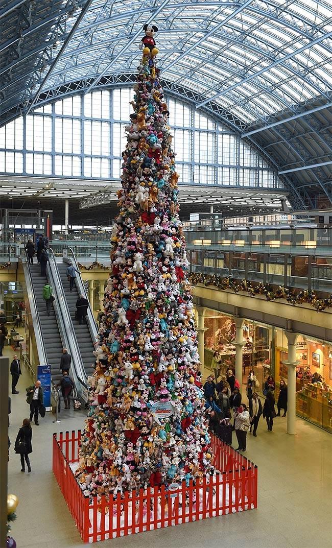 Ёлка из диснеевских игрушек, Лондон, Англия