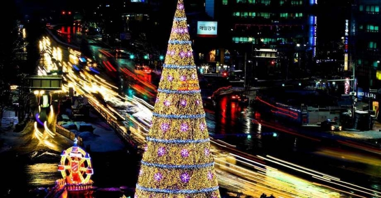 Ёлка из праздничных огней, Сеул, Южная Корея