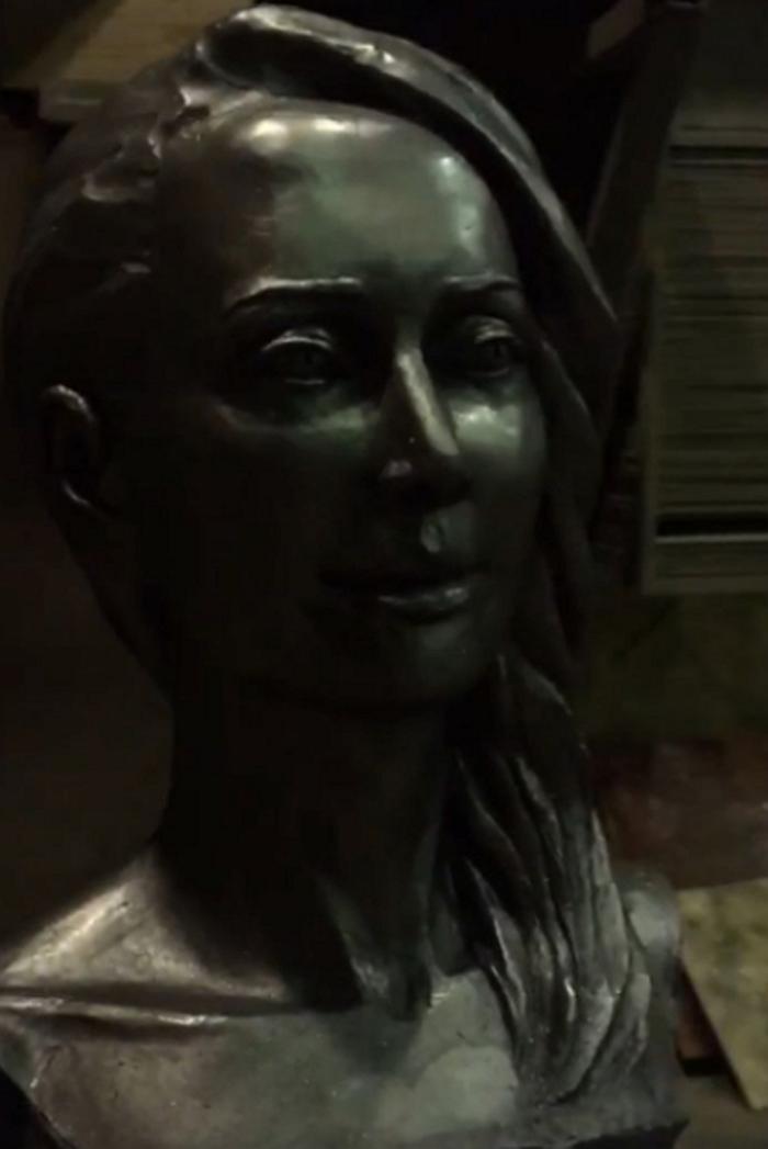 Фото: Памятник Жанны Фриске