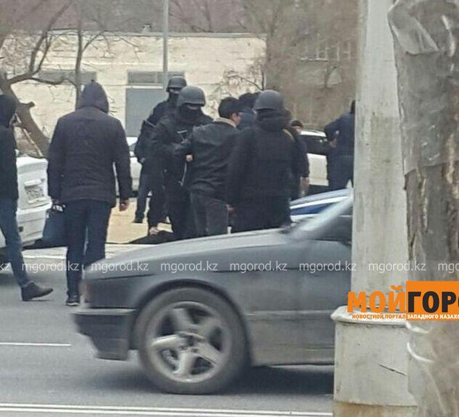 Новости Актау - Десятки жителей Актау стали свидетелями задержания подозреваемых в наркопреступлении 9cebf5fe-3b7f-4169-b7af-3484c7e29ade [800x600]