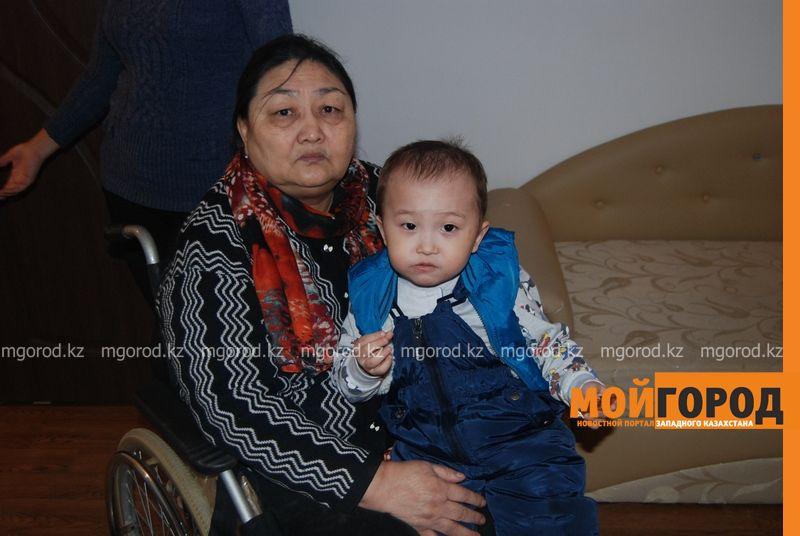 В Атырау женщине-инвалиду, ночевавшей на улице, дали квартиру DSC_9504 [800x600]