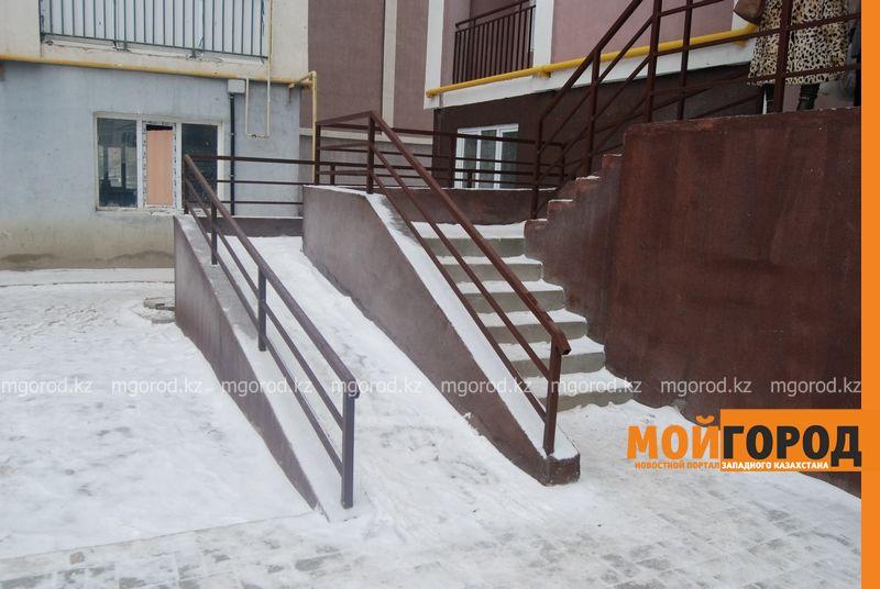 В Атырау женщине-инвалиду, ночевавшей на улице, дали квартиру DSC_9509 [800x600]