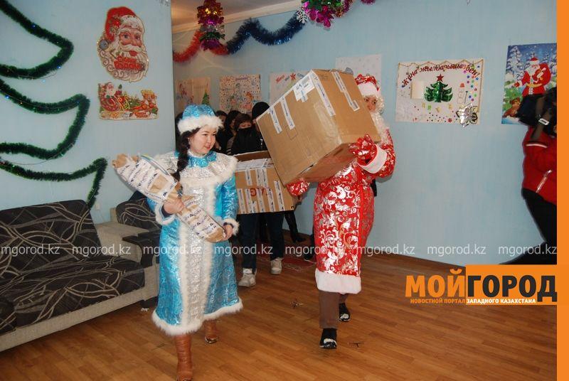 Новости Атырау - Подарки от президента Назарбаева доставили атырауским детям DSC_9797 [800x600]
