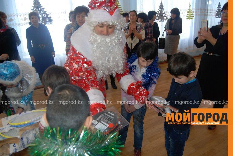 Новости Атырау - Подарки от президента Назарбаева доставили атырауским детям DSC_9808 [800x600]