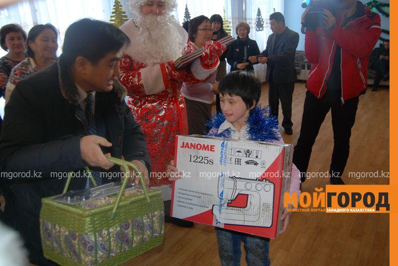 Новости Атырау - Подарки от президента Назарбаева доставили атырауским детям DSC_9819 [800x600]