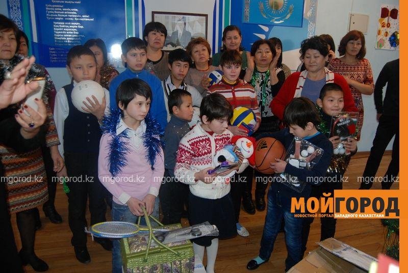 Новости Атырау - Подарки от президента Назарбаева доставили атырауским детям DSC_9822 [800x600]